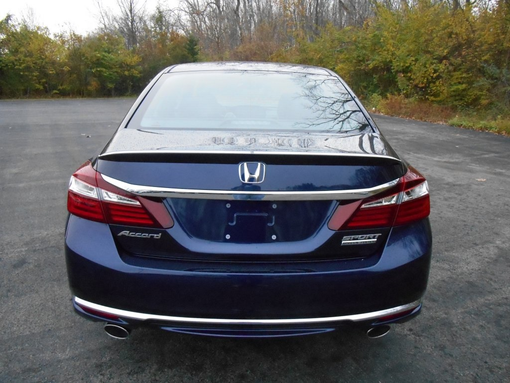 New 2017 honda accord sport special edition 4d sedan in for Castle honda service